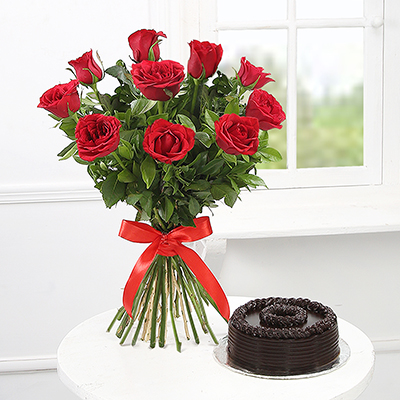 Birthday gifts for girlfriend best birthday gift ideas for bouquet of 10 red roses with a half kg chocolate cake eggless negle Images