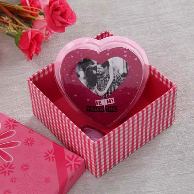 Falling Hearts Personalized Valentine Chocolate Hamper: Gift/Send ...