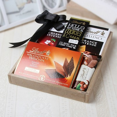 Lindt Chocolate Luxury Gift Hamper: Gift/Send Christmas Gifts ...
