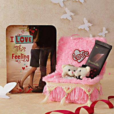 Romantic Card with Chocolate and Love Couple: Gift/Send Gourmet ...
